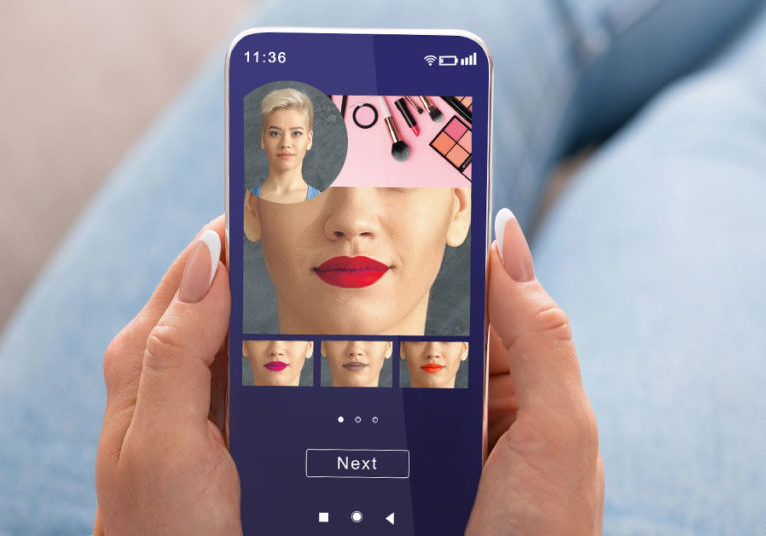 virtual-cosmetics-shopping-on-phone